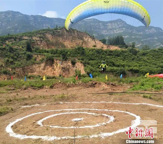 太原崛围山航空飞行营地为国家级飞行营地,是山西省第二家国家级航空飞行营地。 刘小红 摄